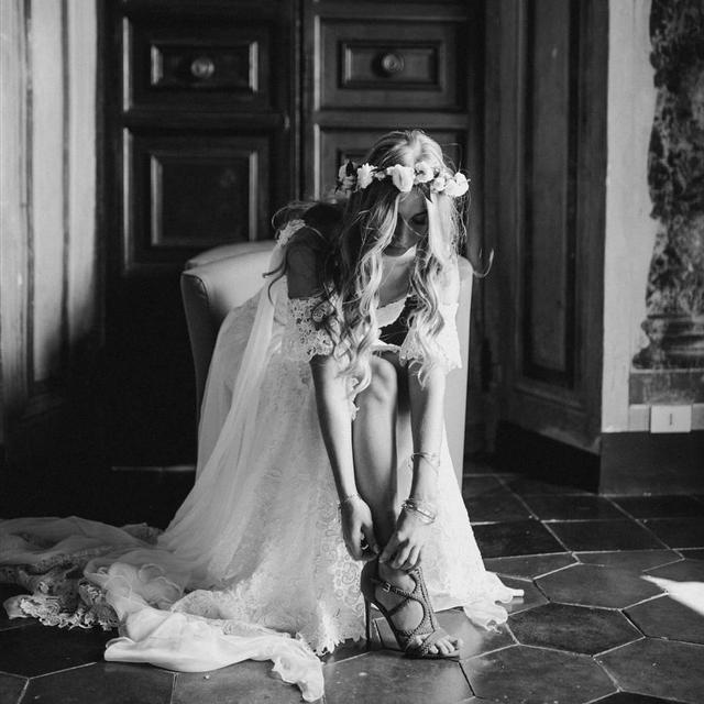 boho bride getting ready